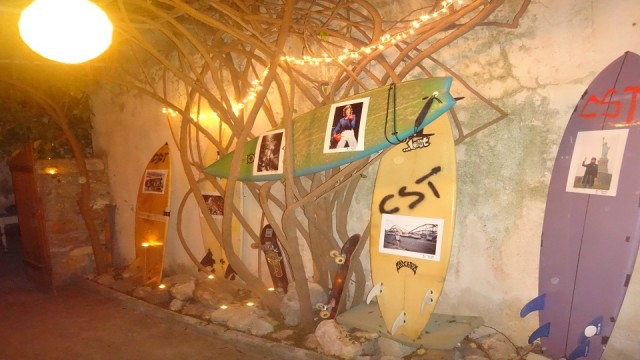 Bob Gruen's photos exhibited at the garden of The Ikarus on...surfboards!
