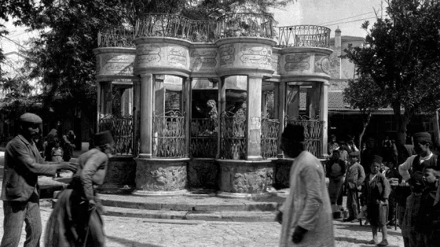 Morosini fountain after the Turkish 'intervention'